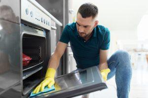 Sprzątanie piekarnika